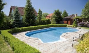 Swimmingpool im Garten bauen – Kosten, Vorteile & Tipps ...